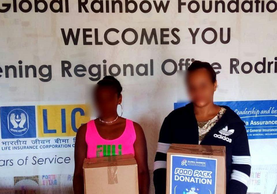 Un premier exercise de distribution de packs alimentaires a eu lieu au si𝗲̀ge de la Global Rainbow Foundation à La Ferme, Rodrigues, le mercredi 05 mai 2021