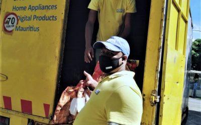 Merci à Courts Mammouth d'avoir livré 30 foodpacks à la Global Rainbow Foundation à Petit Raffray